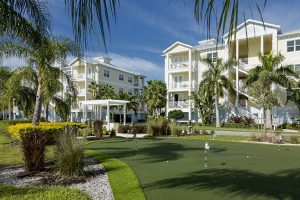 exterior of palma sola bay club condos