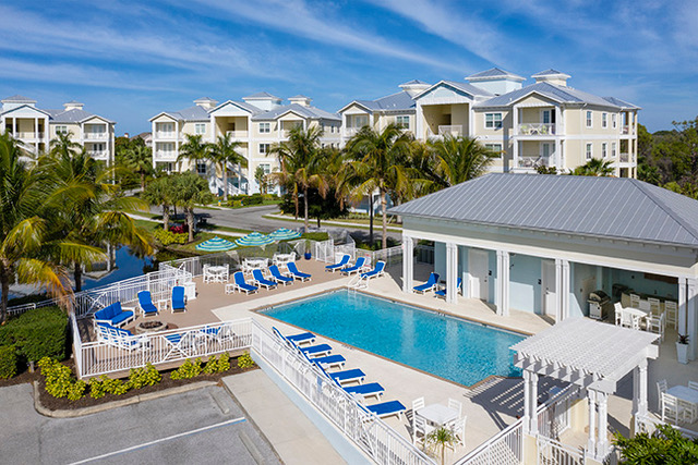 waterfront homes for sale in Bradenton Fl exterior of palma sola bay club condos